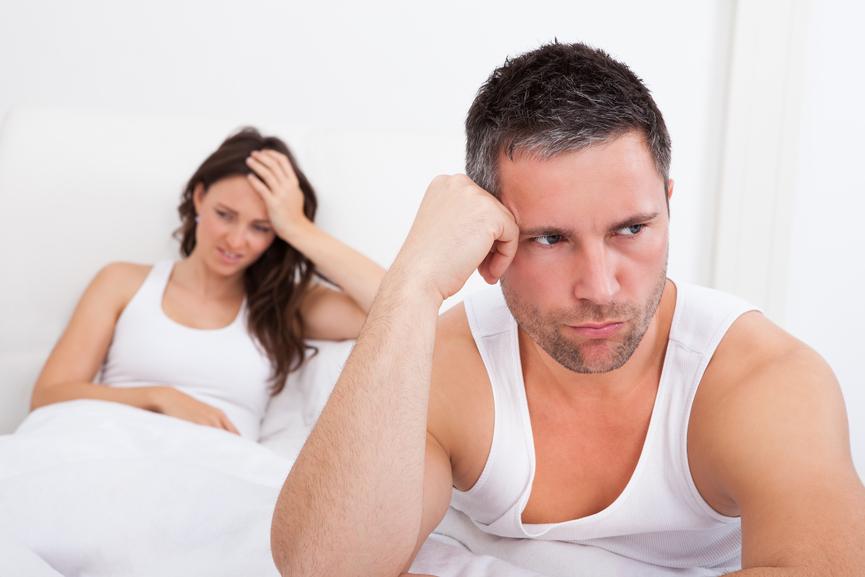 pareja triste porque no sabe como dejar de ser precoz