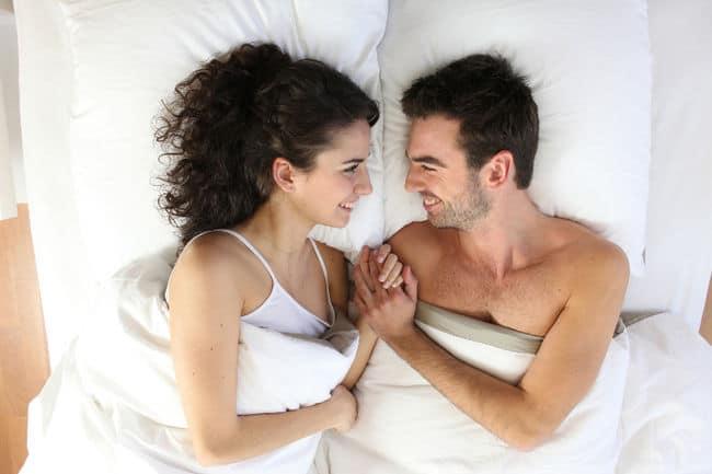 pareja feliz de superar baja libido